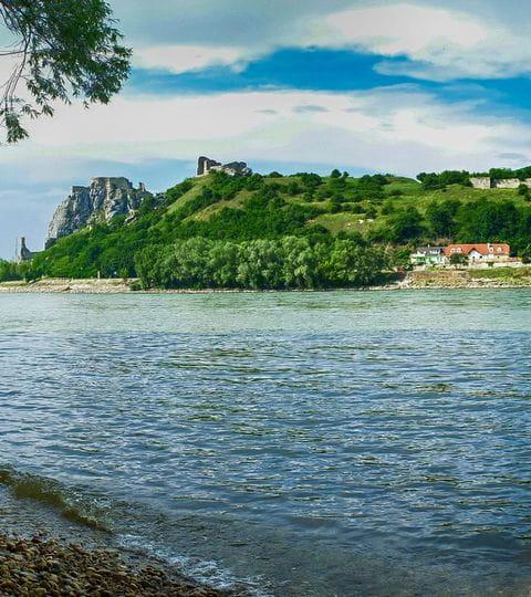 Blick auf die Burgruine Devin an der Donau