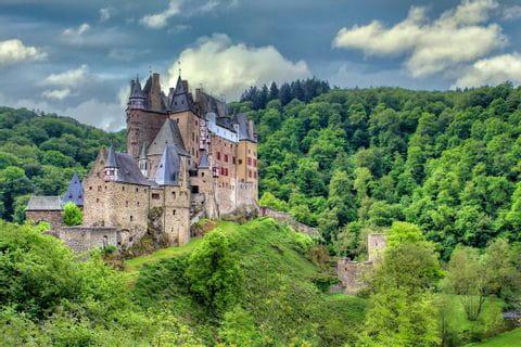 Verwunschene Burgen und Schlösser