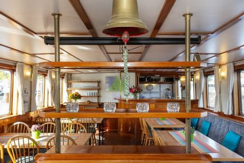 Salon & Restaurant, MS FLORA