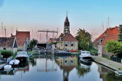 Historischer Hafen in Friesland