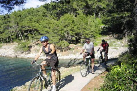 Radler an der kroatischen Küste