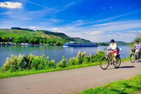 Rad und Schiff am Mosel-Radweg