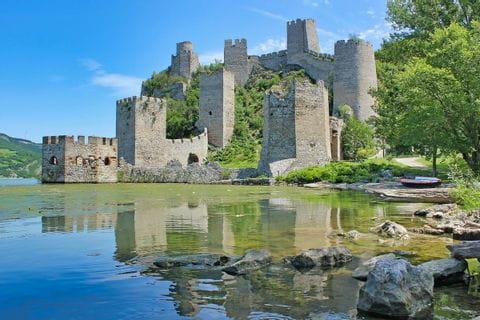 Burg im Nationalpark Đerdap, Serbien