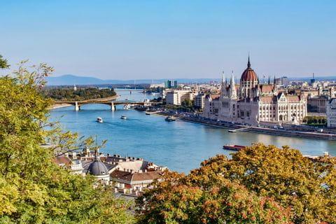 Budapest, Blick auf den Staddteil Pest mit Parlament