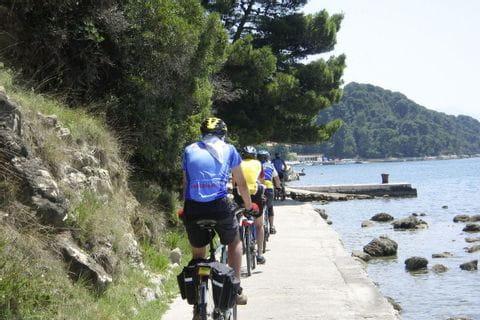 Radfahrer an der kroatischen Küste